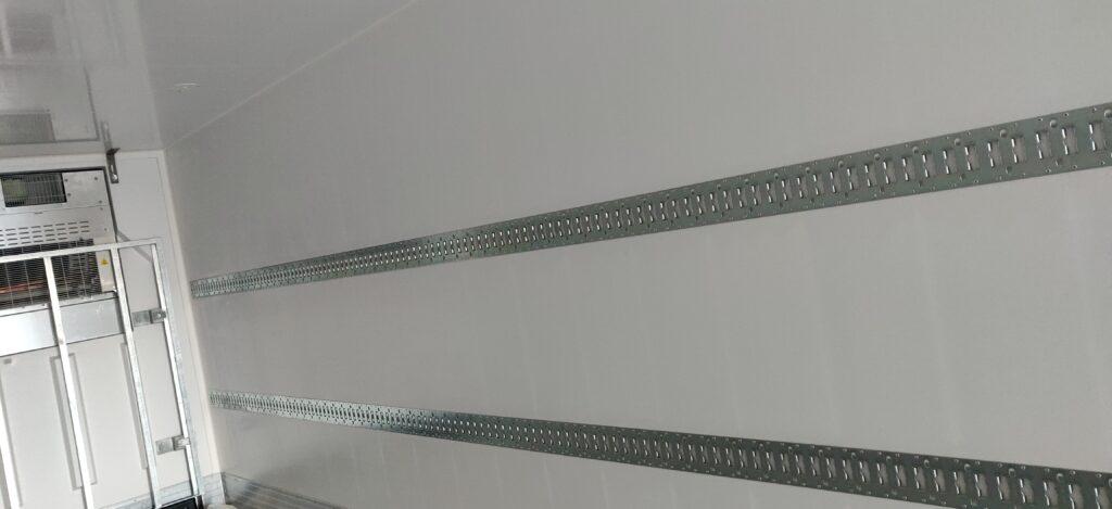 SOR België koeltrailer - Dubbele bindrails