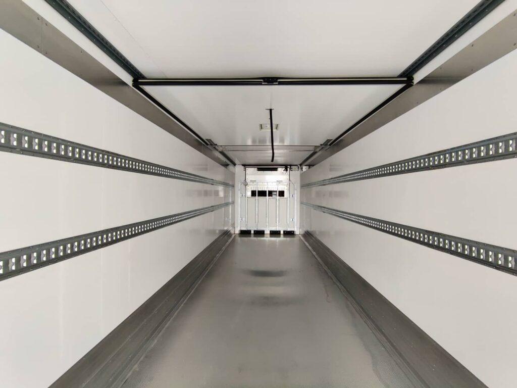 Koeltrailer SOR - dubbele bindrail + frigowall
